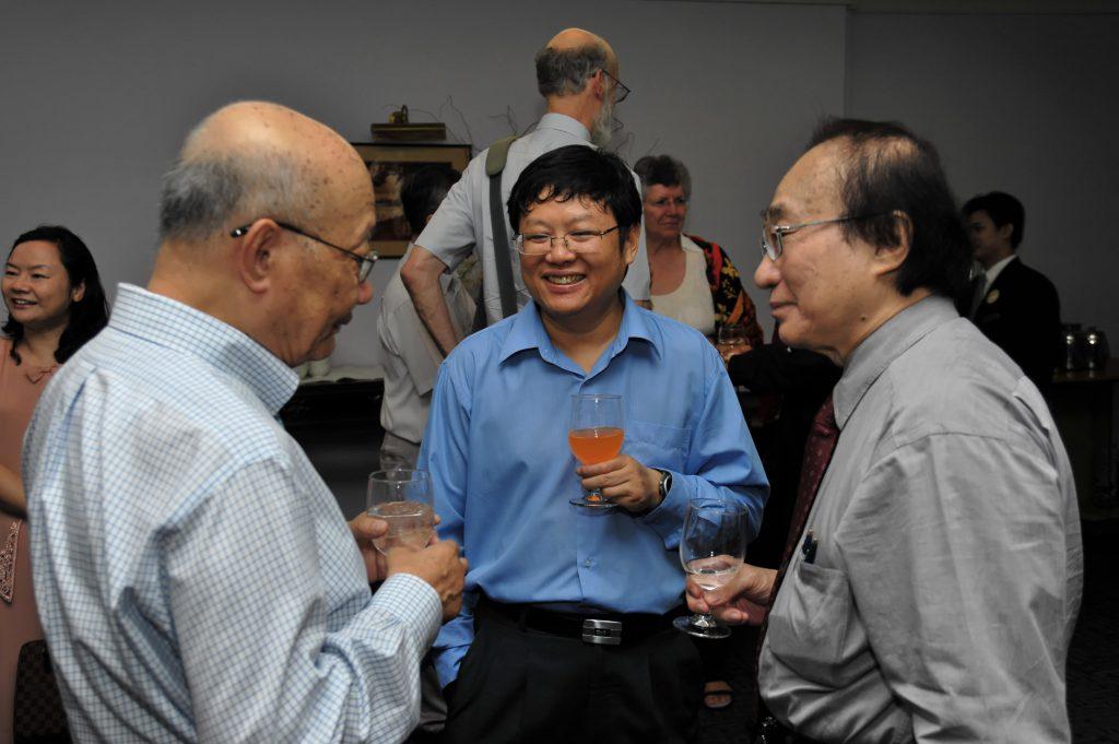 A joyful chat: (From left) NG Kok Lip, SUN Yeneng and Louis CHEN