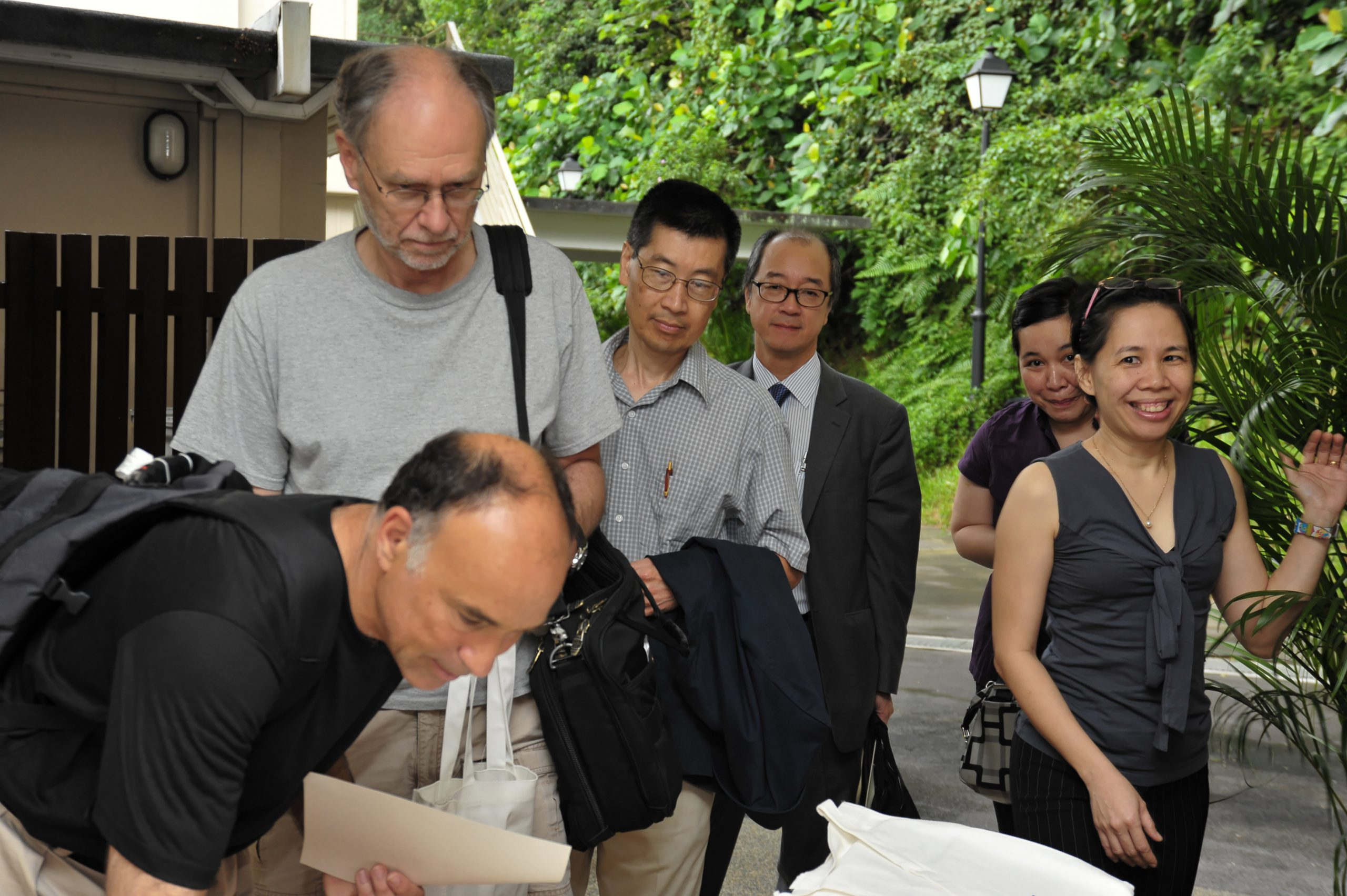 Guests signing in: (From left) Larry GOLDSTEIN, Michael WATERMAN, LOH Wei Yin , Tony CHAN, Mia PANG RAY, Ivy SUAN